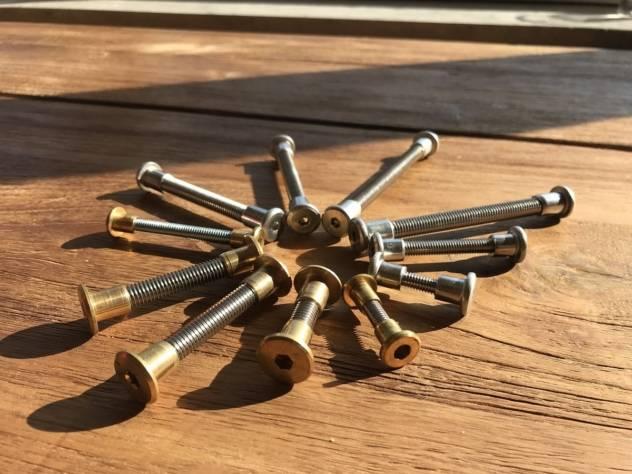 Ersatzteile & Schrauben für Gartenmöbel aus Messing oder Edelstahl