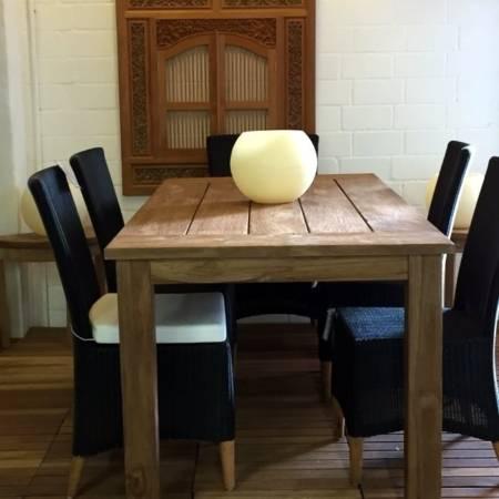Tisch aus receyceltem Teakholz